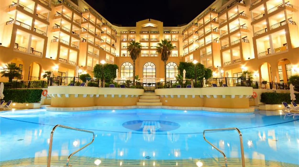 Corinthia Hotel St Georges - Back pool at Night